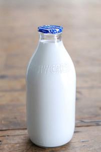stanpac-glass-milk-bottle